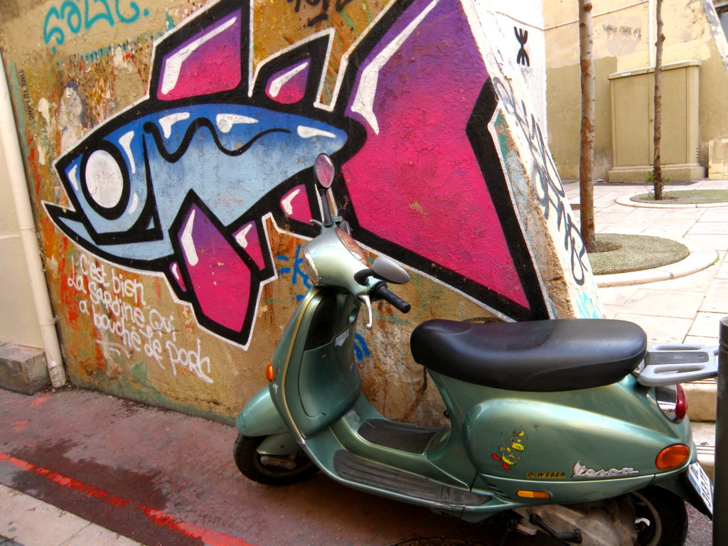 moped and street art le panier marseille
